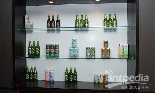各种包装的青岛啤酒