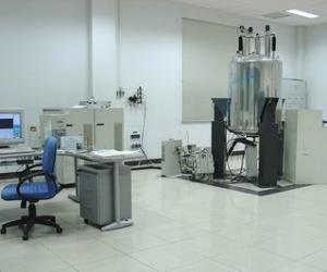 超导核磁共振谱仪