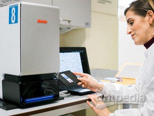 这个显微镜太神奇了!20分钟内自动检测出疟疾寄生虫